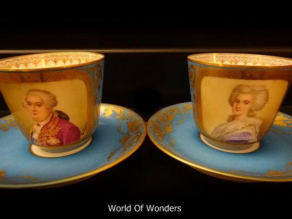 Šálky na kávu * modrý zlacený porcelán s podobiznou Marie Antoinetty s manželem * Francie