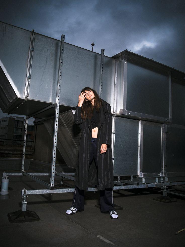 Black urban trenchcoat. #trenchcoat #rooftop #roof #urban #fashion