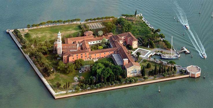 L'Isola di San Lazzaro degli Armeni è a poche miglia da Piazza San Marco. La comunità dei Padri Mechitaristi è uno scampolo di Armenia in terra Veneziana.