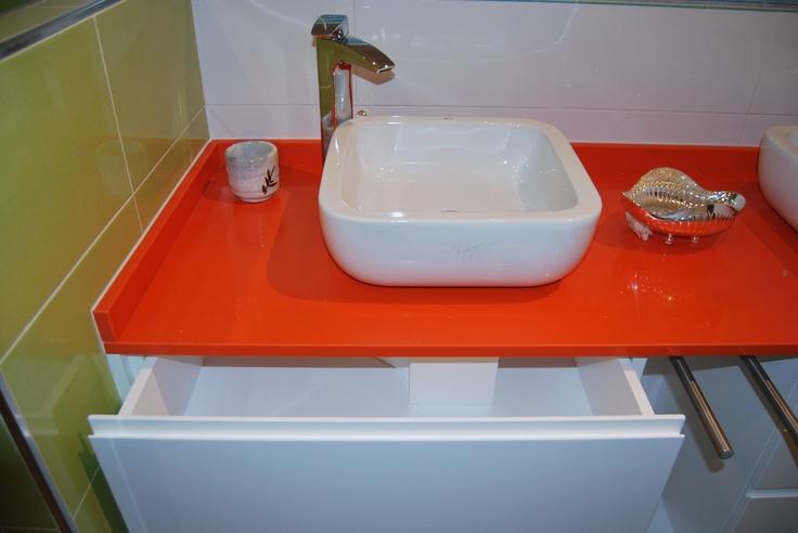 Mueble de baño con cajón adaptado al desagüe    www.careba.es