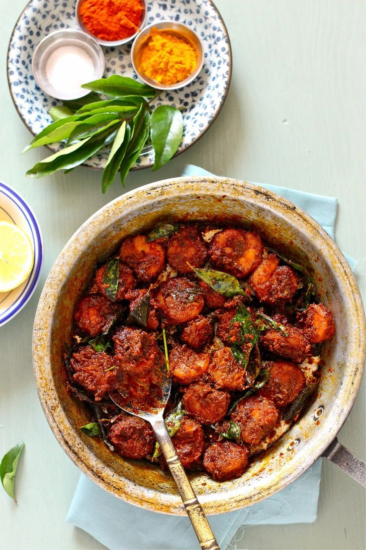 Plateful: Kerala Style, Spiced, Aromatic Prawn Roast — Chemmeen Roast http://nashplateful.blogspot.ae/2010/12/spiced-aromatic-prawn-roast.html