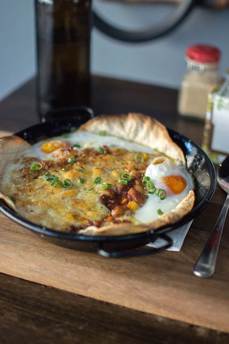Breakfasting in Bondi with oozing eggs, huevos rancheros and some fine coffee
