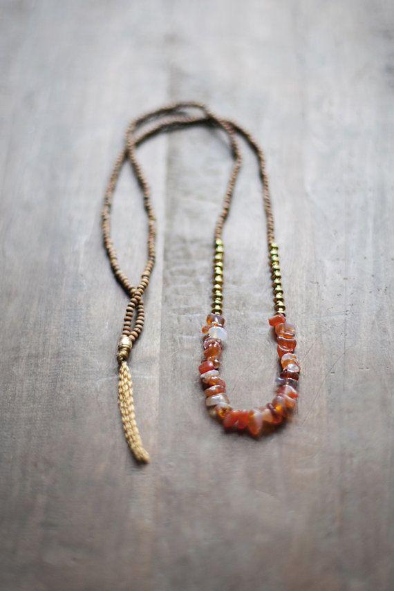 Carneol Edelstein Halskette  hergestellt aus braune Holzperlen (Größe 2x3mm) (0,07  x 0,1) Orange - weiß - roten Freiform Carneol Edelstein Perlen  Metall Perlen (Farbe - Gold Metallic)    Halskette Länge: 100cm von Ende zu Ende (39,3) oder 78cm von Ende zu Ende (30,7)  HINWEIS: -Dieses Angebot gilt für eine Halskette; -Es dauert mir bis zu 10 Tage, um den Artikel verschickt