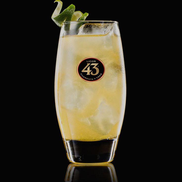 De Brew 43 is een licht frisse cocktail met de smaak van hop en vanille. Deze cocktail is ideaal voor liefhebbers van speciaalbieren.