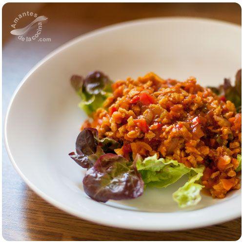 Hoy compartimos nuestra receta de salsa boloñesa vegetariana elaborada con soja texturizada fina. Es una receta muy fácil, super sana y que rinde muchísimo.