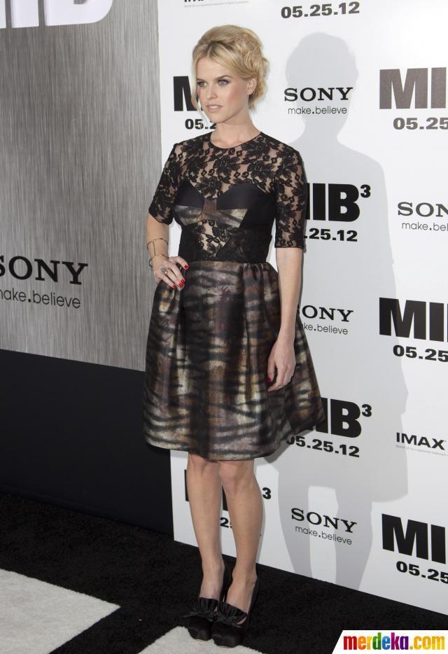 """Pemeran film MIB 3, aktris Alice Eve saat datang di pemutaran perdana film """"Men In Black 3"""" di New York."""