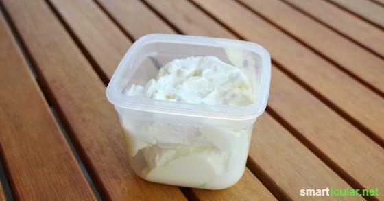 Das Rezept für selbstgemachte Rasiercreme ist sehr einfach. Die Creme besteht zu 100 Prozent aus Bio-Produkten und macht die Haut unglaublich zart und weich. Für Menschen mit besonders empfindlicher Haut, die regelmäßig bei der Rasur unter Irritationen leiden, ist dies eine sinnvolle Alternative.