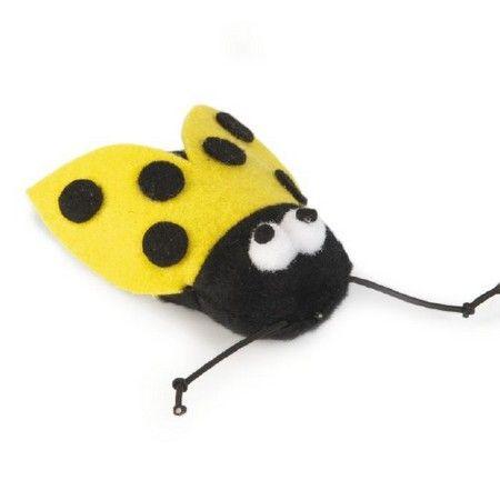 Een vrolijk gekleurd textiele kattenspeeltje genaamd Buzzy. Voor urenlang speelplezier voor uw kat of kitten. Lengte: 7.5 cm.