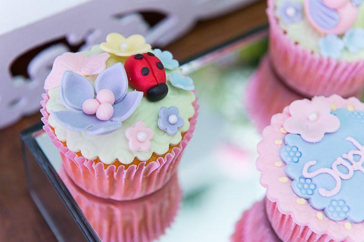 Cupcakes com detalhes de joaninha