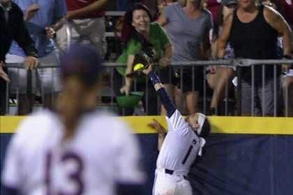 Auburn softball player saves Tigers' season with spectacular home run-robbing catch
