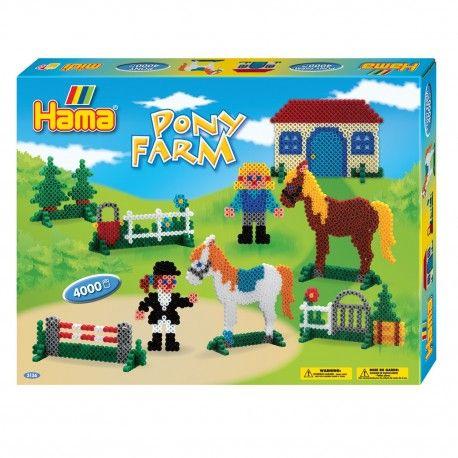 Maak je eigen manege van strijkkralen met deze complete set van Hama. Inhoud: 4000 strijkkralen, 1 strijkkralenbordje paard, 1 strijkkralenbordje huis, 14 voetjes, strijkpapier, verschillende voorbeelden en instructies.  Afmeting verpakking 32 x 25 x 4 cm Geschikt voor kinderen vanaf 5 jaar.
