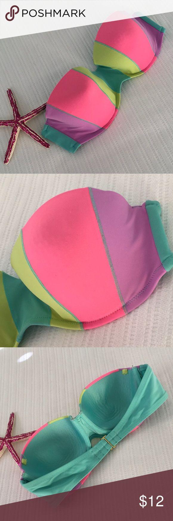 VS Bikini Top 👙☀️ Preloved but in good condition!  Non smoker home and I give bundle discounts! Victoria's Secret Swim Bikinis