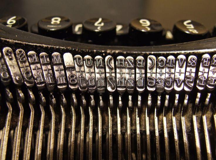 Scrivendo la tesi magistrale col programma di video-scrittura LaTeX, sono intoppato in una piccola sequela di inconvenienti circa la digitalizzazione di alcuni caratteri. Ma nel mondo, a (quasi) tutto c'è rimedio: in questo caso la soluzione si chiama codice ASCII.  http://marchingegno88.blogspot.it/2014/08/codici-ascii-utili.html