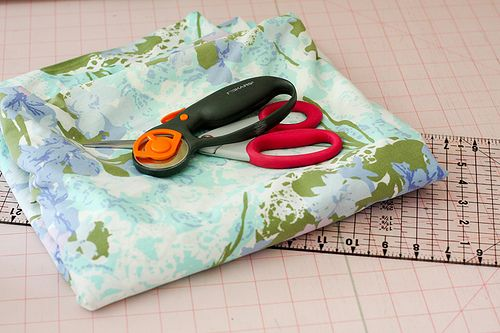 Cutting sheets into fat quarters: Vintage Quilts, Colors Order, Fabrics Projects, Vintage Sheets, Jeni Baker, Cut Fat, Sewing Tutorials, Quilts Tutorials, Modern Quilts
