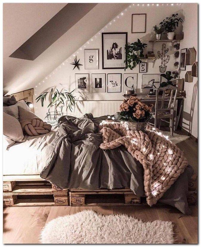 38 Cozy Minimalist Bedroom Decorating Ideas Bedroomdecoratingideas Minimalistbedroomideas Cozybedroomde Room Inspiration Bedroom Aesthetic Bedroom Cozy Room Minimalist cozy bedroom ideas