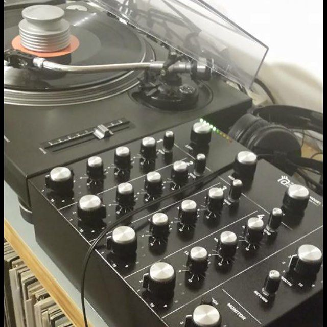 Great photo from Matt Trousdale with his new ARS - 9000 rotary mixer. Lovely stuff. #alpharecordingsystem #ARS9000 #rotarymixer #rotarydjmixer #mastersounds #turntableweight #turntableweights #bettersound #bettercontrol #vinyl #vinylonly #audiophile #audio #dj #djbooth #audioaccessoriesforthevinylenthusiast