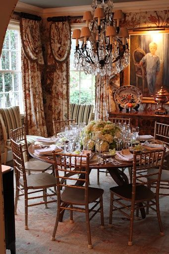 Beautiful Tablesetting In A Wonderful Room