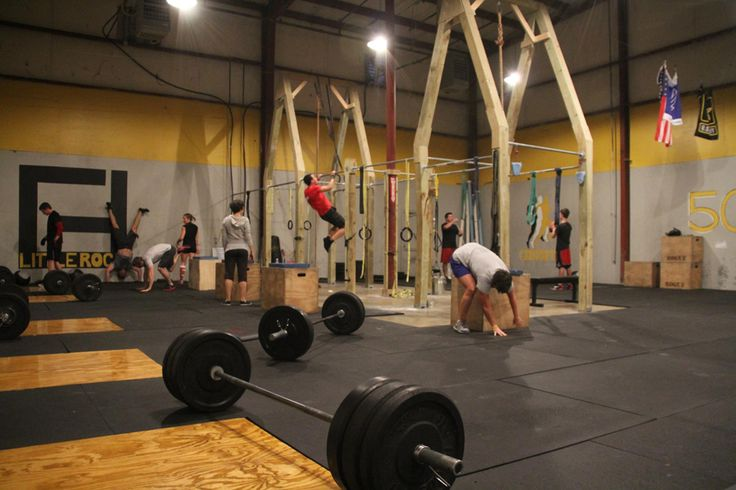 Climbing rope surrounded by pull up bars crossfit