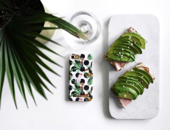 Tropical Dots by lovely @millapersson - Fashion case phone cases iphone inspiration iDeal of Sweden #Tropcial #birds #leaf #fashion #inspo #iphone