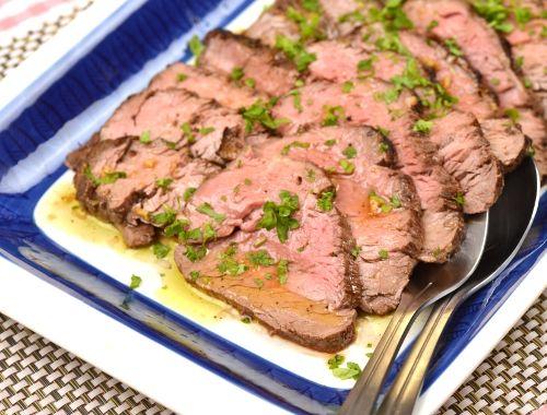 Oxfilé till fest som serveras kall. Ett gott recept på oxfilé du kan förbereda i god tid till fest eller buffé.
