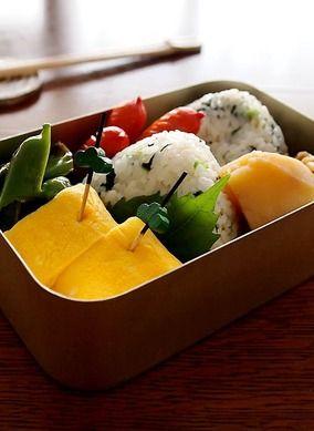 小松菜のおにぎり・・ドカ弁&ごま胡麻団子で味噌煮込みうどん♪|レシピブログ