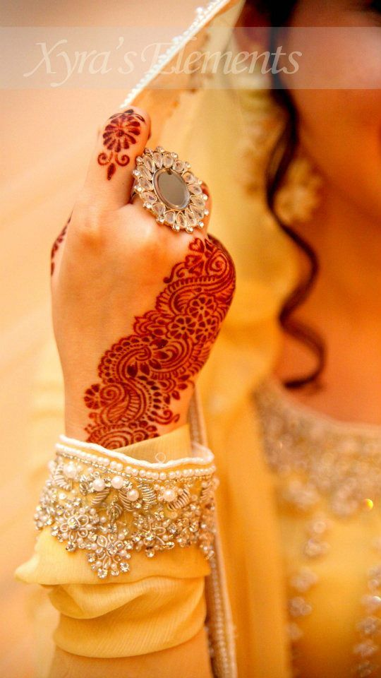 henna mehndi dulhan indian pakistani bollywood bride  desi wedding XYRA PHOTOGRAPHY http://www.facebook.com/Xyra.Photography - I would love to have this for my wedding. <3