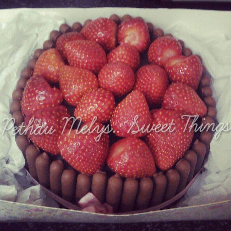 Chocolate finger cake, strawberries