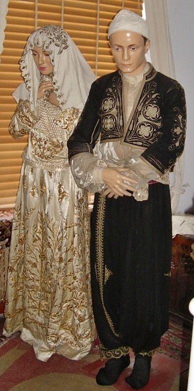 Bride and bridegroom from Izmir, wearing traditional costumes from the late-Ottoman era, c. 1900. On exhibit in the Izmir Etnografya Müzesi.