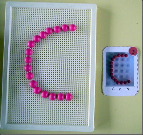 Un atelier pour reconnaître et écrire les lettres en capitales en picots :