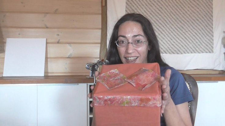 This video presents how to make paper towel decoupage on fabric using craft glue. Αυτό το βίντεο παρουσιάζει πως κάνω ντεκουπάζ χαρτοπετσέτας σε ύφασμα χρησιμοποιώντας κόλλα χειροτεχνίας