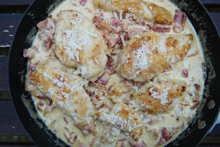 Vem älskar inte carbonara? En riktigt krämig carbonara med mycket smak av vitlök, bacon och parmesan är bland det godaste som finns. Kombinera det med panerade kyckling filéer för en riktig festmåltid, som får alla att lämna middagsbordet riktigt mätta och belåtna. Ibland när jag panerar, t.ex. chicken nuggets, så har jag riven parmesan i […]
