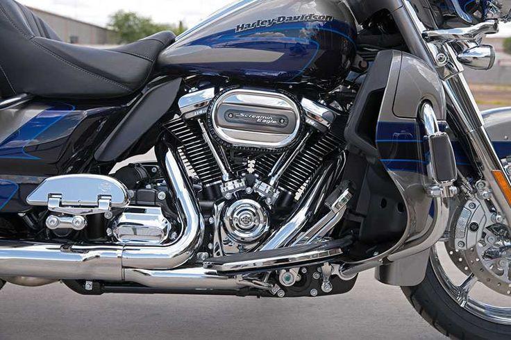 """Harley-Davidson: Neuer Motor """"Milwaukee-Eight""""  Zweirad Die CVO Limited ist das Flagschiff aus Milwaukee und auch das teuerste Modell für 41.795 Euro. Mit 114 Kubikinches (1868 Kubikzentimeter) trägt sie natürlich auch den größten Motor und bietet 165 Nm."""