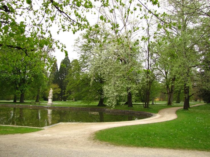 Pałac otaczają przepiękne ogrody.