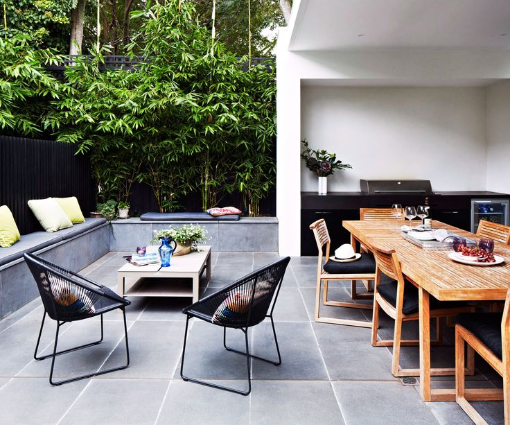 Summer days are for entertaining guests alfresco, and what better way to do it than with an outdoor kitchen