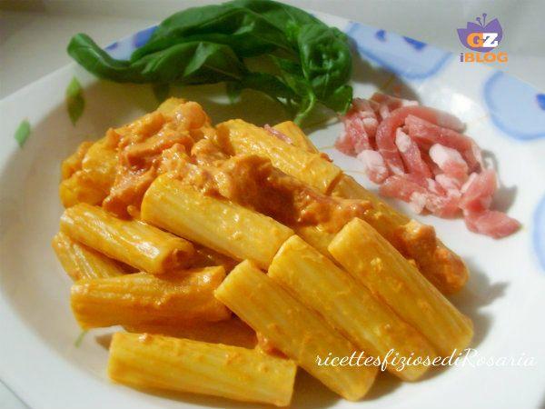 Tortiglioni con pancetta affumicata e formaggio cremoso