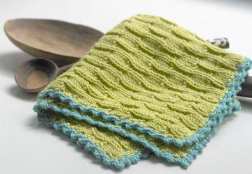 Nemt lille håndarbejde: En stak lækre, strikkede karklude i muntre farver, der evt kan bruges. som små gaver