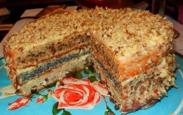 Фото к рецепту: Популярный трехслойный домашний торт