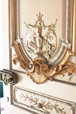audreylovesparis:  A door to the Napoleon Apartments in the Louvre