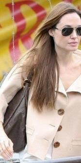 The marvelous Angelina Jolie was recently photographed with the bag Monogram Empreinte Artsy MM #LouisVuitton: one of the most loved #bags in this #collection by #AngelinaJolie, with its soft and #elegant shape. We offer you the Artsy MM in the classic version #blue #infinity.