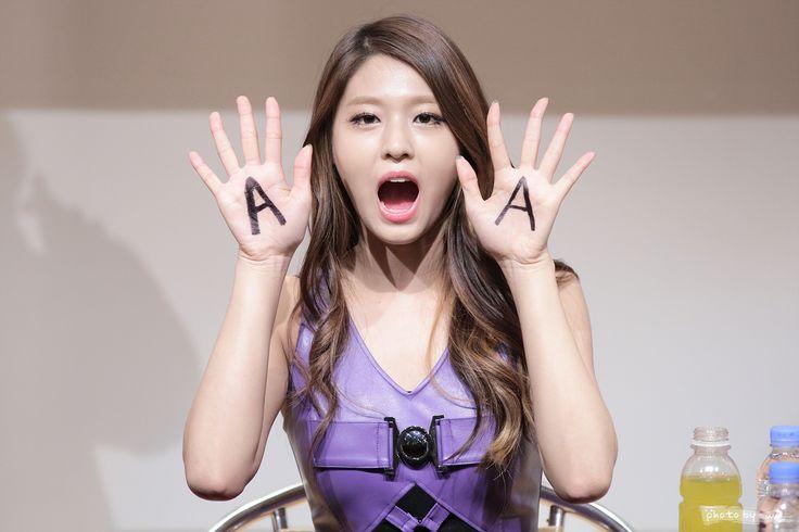 AOA SeolHyun shows 'AOA'