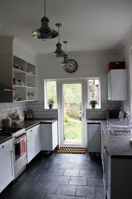 Pretty awesome DIY kitchen remodel [Progress Report: Laying Slate Tiles with Underfloor Heating]
