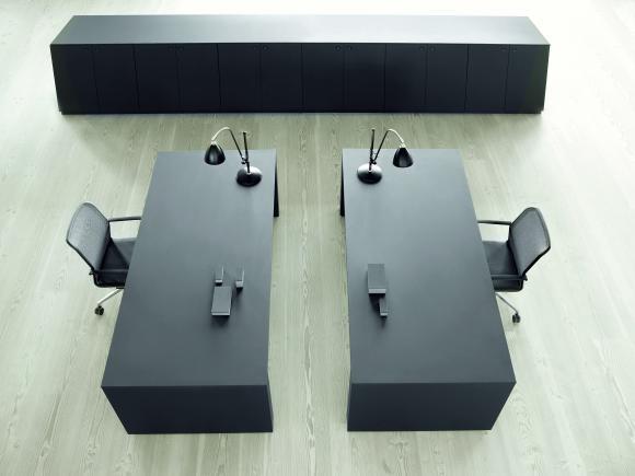 Gubi desk
