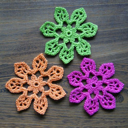 Tahiti Blossom. The pattern is free to download in a PDFfor both USA and UK stitch terms.: Blossoms Crochet, Tahiti Blossoms, Free Crochet, Three Tahiti, Patterns Tahiti, Free Patterns, Crochet Patterns, Crochet Flowers Patterns, Flowers Tutorials
