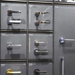 Elegant Valli and Valli Cabinet Hardware