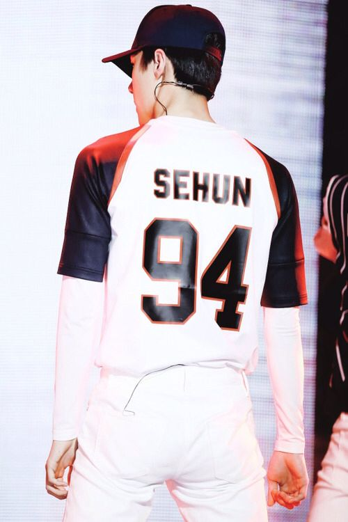 Sehun (love me right)......*cough* sebooty *cough*
