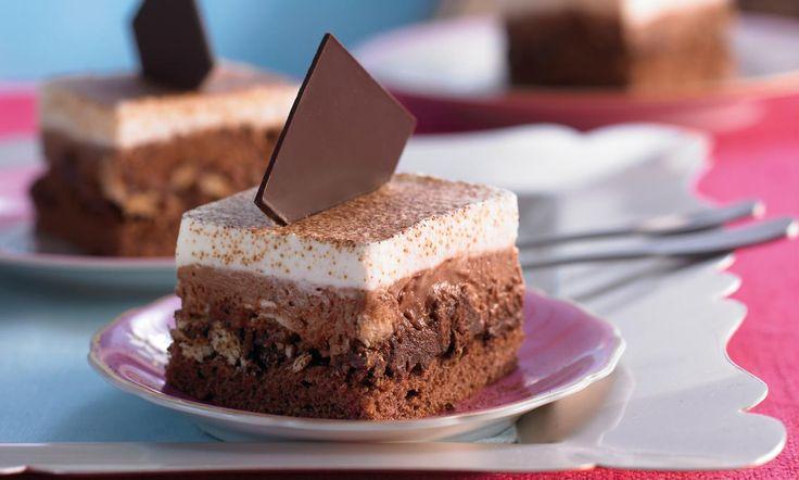 Schoko-Kaffee-Schnitten Rezept: Lockere Biskuitschnitten vom Blech mit Schokoladen-Sahne und Kaffeearoma - Eins von 7.000 leckeren, gelingsicheren Rezepten von Dr. Oetker!