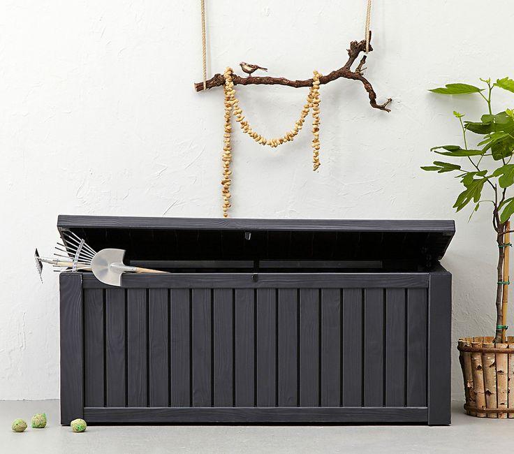 Opgeruimd staat netjes! Met deze mooie kunststof Keter Opbergbox Rockwood met een modern houtdesign. Berg eenvoudig speelgoed, tuinkussens of tuinspullen op in deze ruime opbergbox met stevig deksel en gasveren om de deksel gemakkelijk te sluiten.