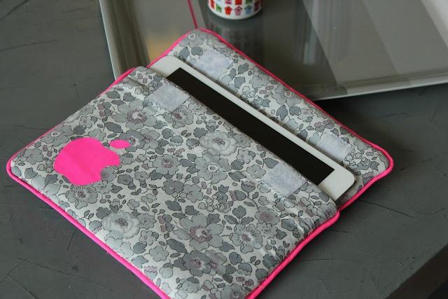 le petit monde de j une pochette pour ipad couture tuto pinterest ipad. Black Bedroom Furniture Sets. Home Design Ideas