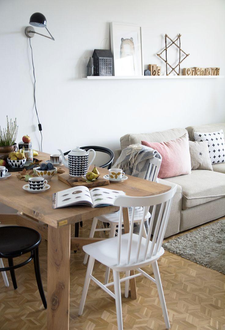 Dinning & livingroom #woodentable #dinningroom #livingroom #table #dinningtable #solidwood #oakwood #oak #homedecor #interiordesign #interiør#design #designtable #hoom #autumn #autumndecoration