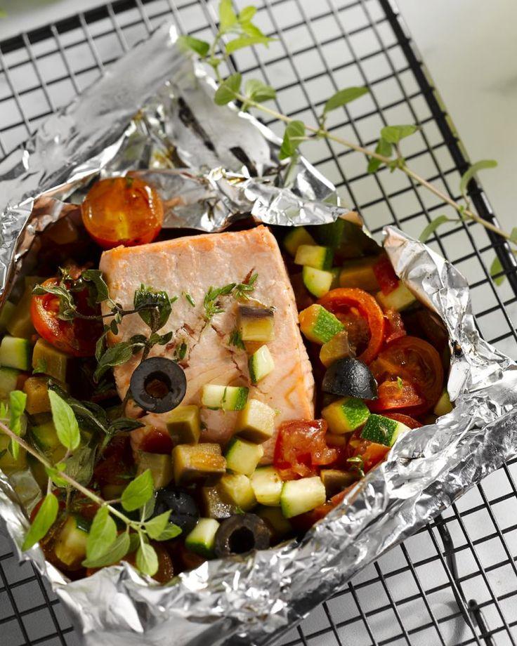 Papillotjes zijn ideaal om vis te garen op de barbecue, zoals deze Provençaals getinte papillot met zalm.